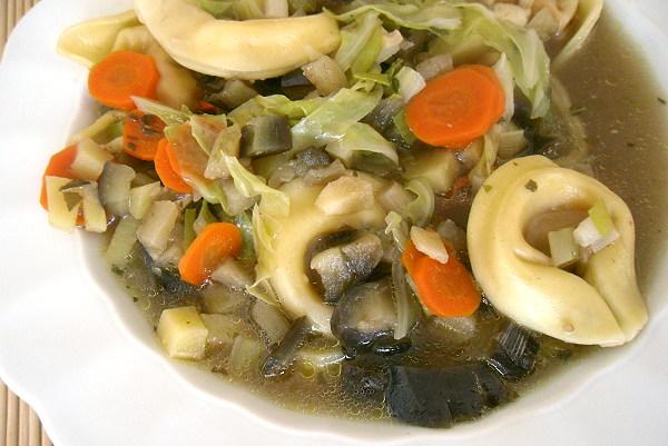 Gemüsesuppe mit Tortelloni