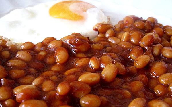 Baked Beans, klassich, mit Spiegelei