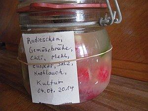 Radieschen-Kimchi, im Glas, frisch