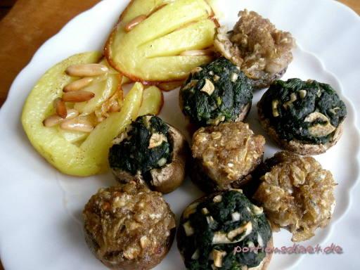 Champignons, gefüllt mit Spinat und Knoblauch - und (2) mit Petersilienwurzel
