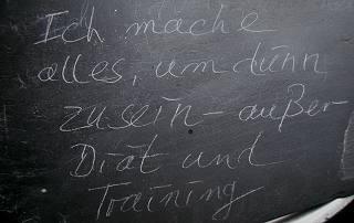 """Text-Graphik: """"Ich mache alles, um abzunehmen - außer Diät und Sport"""""""